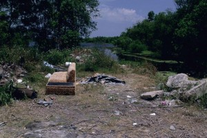 trash-dumped-by-lake_w725_h488